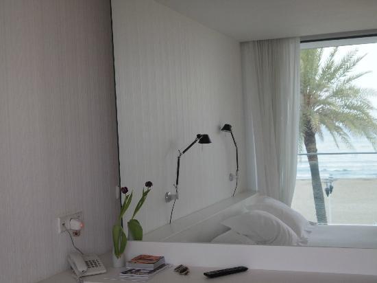 Hotel de la Playa: reflejo del mar en el espejo