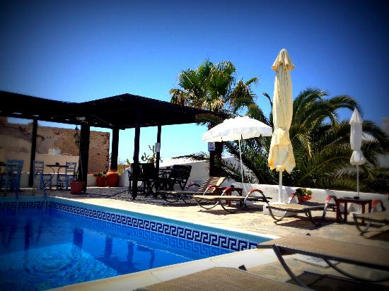 Aethrio Hotel : Bords de la piscine