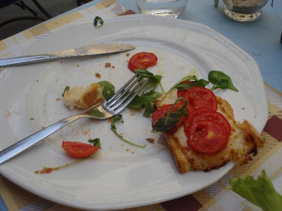Caffe Degli Artisti: bruschetta (managed to take photo before it was all gone!)