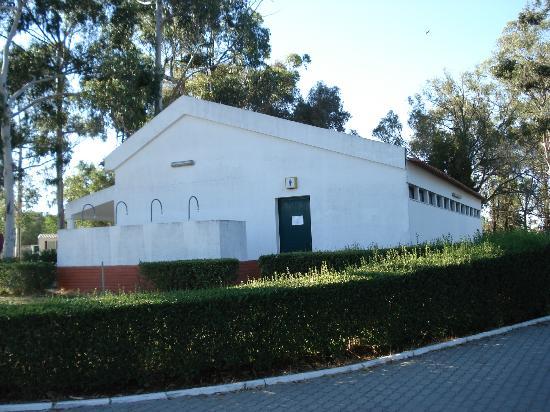 Parque de campismo Orbitur Evora: Public WC / Sinks / Laundry sinks