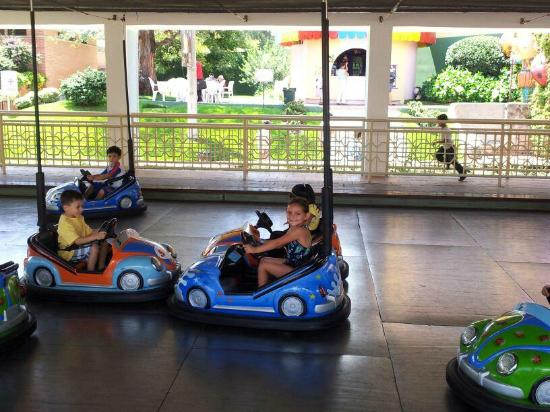 Mundo Petapa Irtra: little kid bumper cars