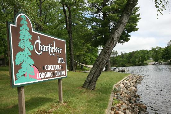 Chanticleer Inn: Lake Sign