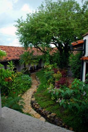 Hotel Marina Copan: One of the garden views