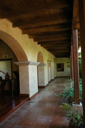 Hotel Marina Copan: One of the many walkways