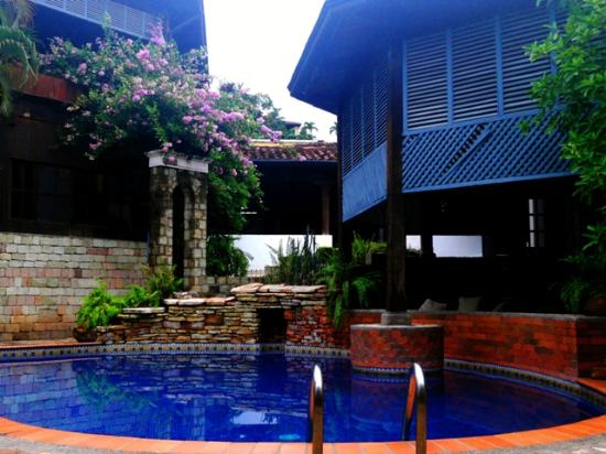 Hotel Marina Copan: View of the pool, heated jacuzzi & restaurant / bar