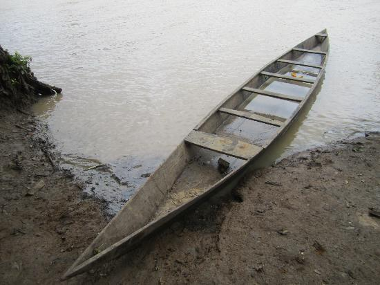 Wechiau Community Hippo Sanctuary : The canoe we were paddled it to see the hippos