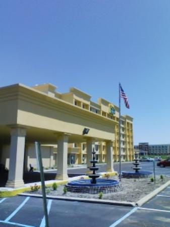 La Quinta Inn & Suites Indianapolis South: exterior