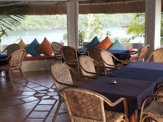 Puerto Del Sol Resort Hotel and Dive Center Coron: Restaurante completamente abierto