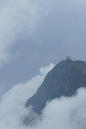 E'meishan Jinding Scenic Resort: Ten Thousand Buddha In the Distance