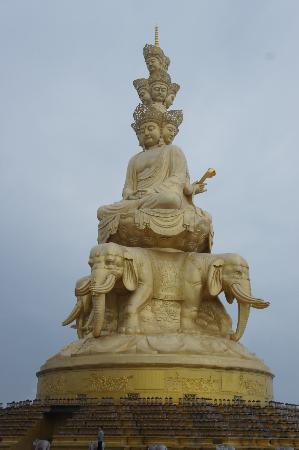E'meishan Jinding Scenic Resort: Giant Samantabhadra