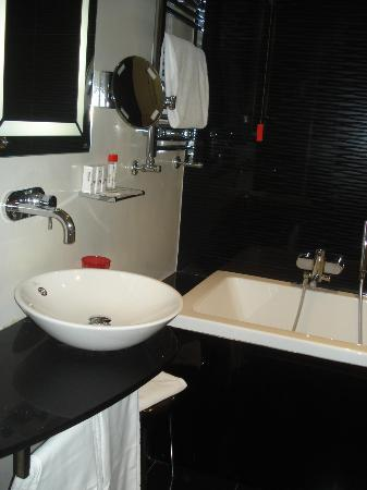 Antares Hotel Rubens: bathroom view