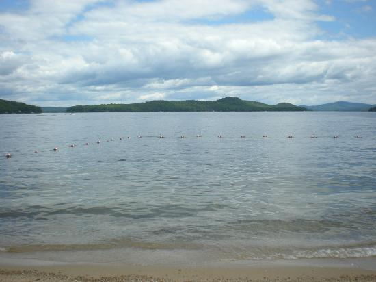 Ames Farm Inn : A beautiful view of Rattlesnake Island right on the beach