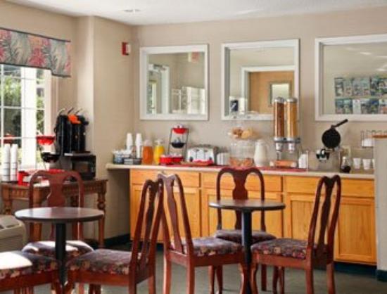 Motel 6 Charlotte: Breakfast Area