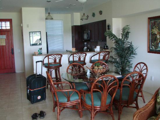 Fairway Villas: Kitchen and dining area