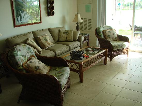 Fairway Villas: living room