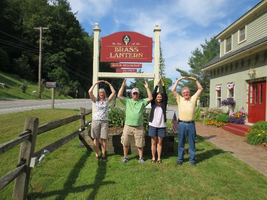 Brass Lantern Inn: Karen, Rick, Adonna and George O-H-I-O