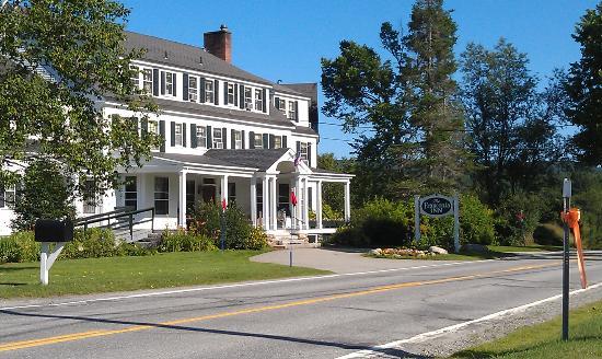Franconia Inn: Front of Inn