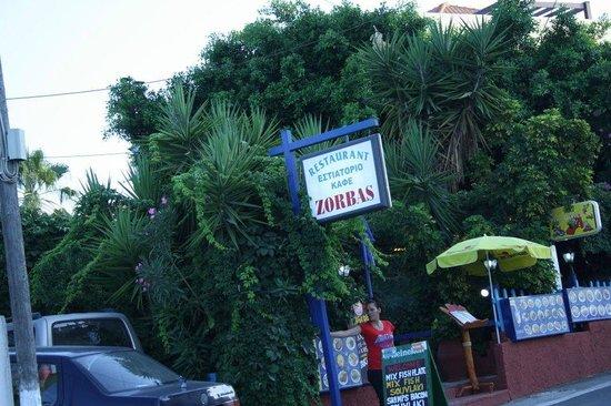 Zorbas Taverna: outside!