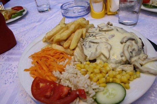 Zorbas Taverna: Beaf ala'creme, amazing!