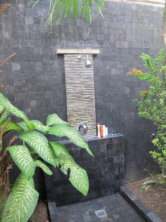 Scallywags Resort: shower