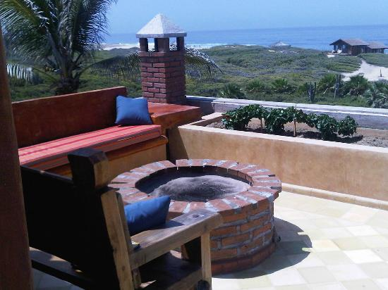 Villa Santa Cruz: roof deck with fire pit