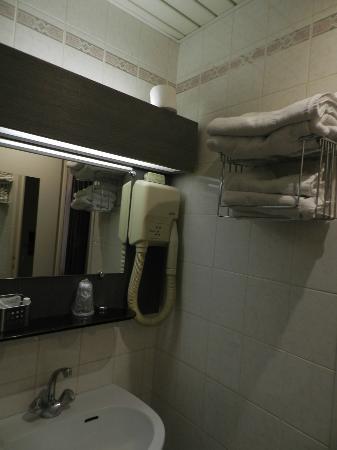 Hotel Le Home Latin: baño habitacion interna 1º piso