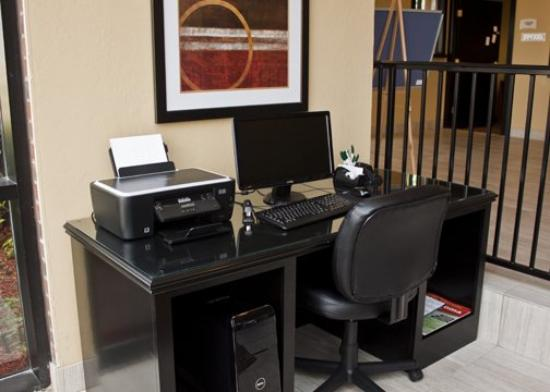 Quality Inn & Suites Airport: Business Center