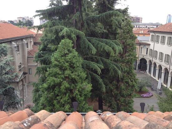 Centro Pastorale Paolo VI : Garden view from the 3rd floor.