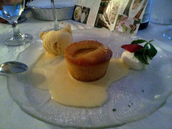 Trattoria Grappolo: Pear Dessert (excellent).