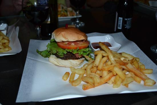 The Red Hut Inn: Mango burger