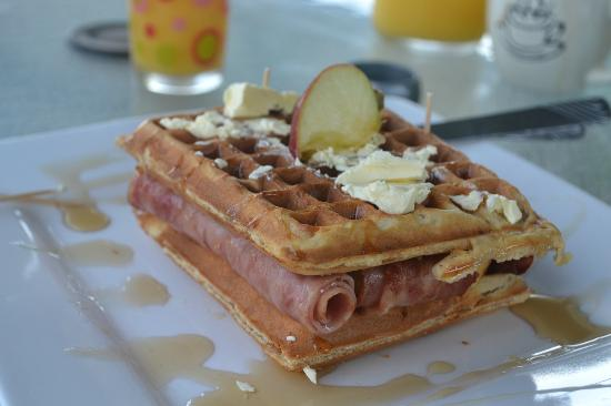The Red Hut Inn: Apple waffel