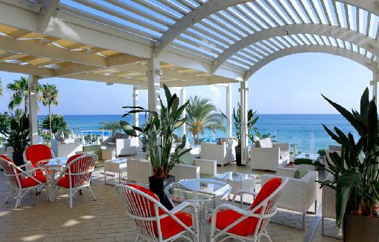 Sunrise Beach Hotel: Othello Bar Terrace