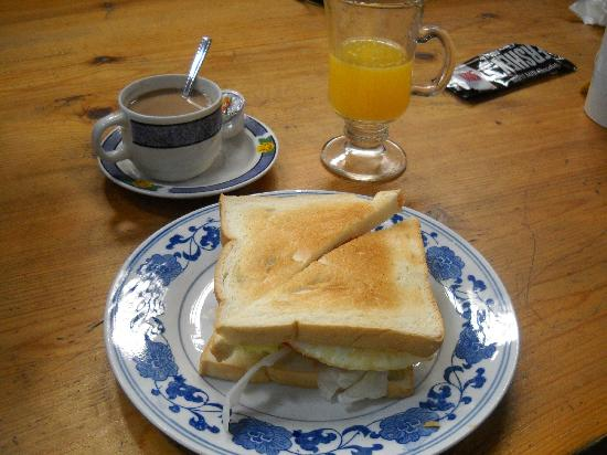 Red Lantern House: the free breakfast was just a good sandwich
