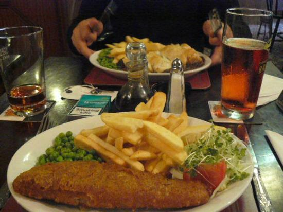 The Cheesewring Hotel: fish and chips for dinner