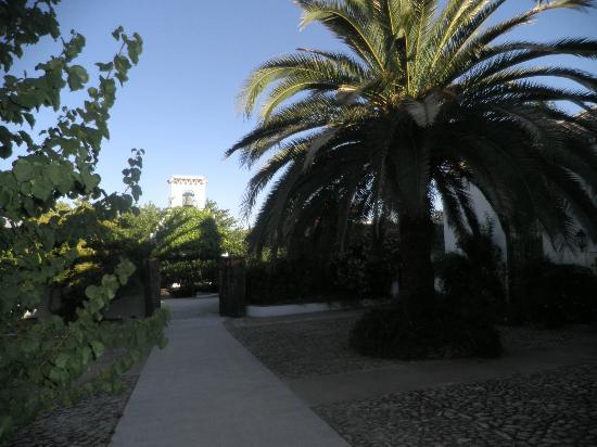 Hotel Molino del Arco: gate to terraces & pool