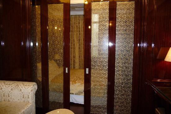 Hotel Artnouveau Seocho: dividers for the room