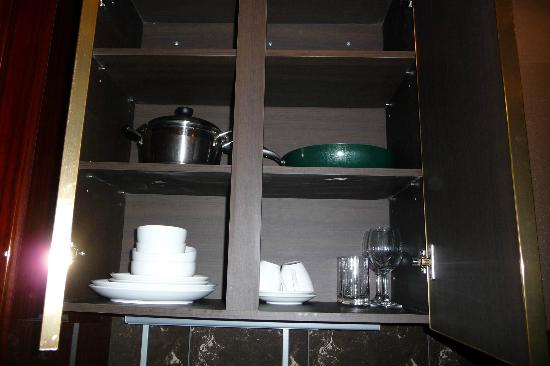 Seocho Artnouveau City lll: Kitchen cabinet
