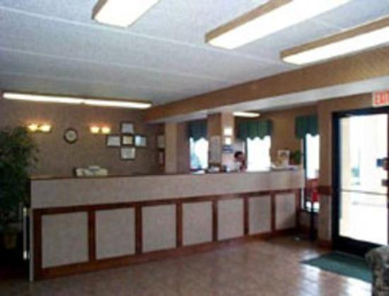 Super 8 Dandridge: Front Desk