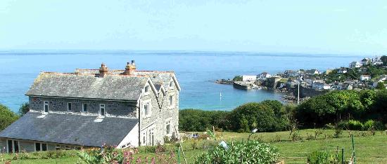 Penmarth House B&B: Penmarth House overlooking Coverack harbour