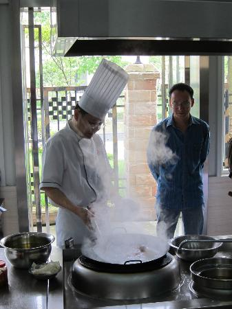 Cooking School In China: Morning demo