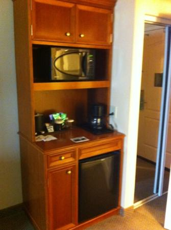 Hilton Garden Inn Mobile East Bay: coffee, fridge, microwave.