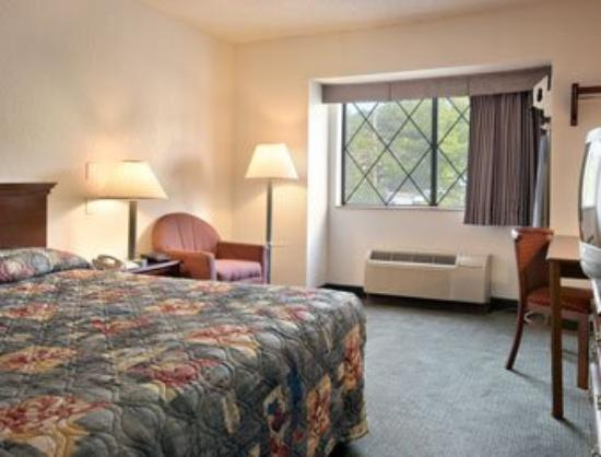 Super 8 Nyack NY: Standard King Bed Room