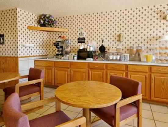 Super 8 Warrenton: Breakfast Area