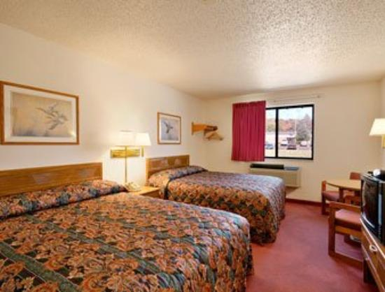 Super 8 Warrenton: Standard Two Queen Bed Room