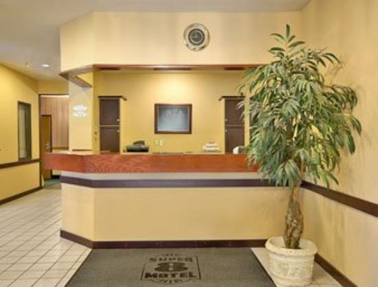 Super 8 Bloomington: Lobby