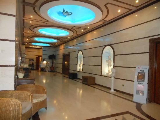 Atlantica Bay Hotel : Hallway to dining room - beautiful ceiling