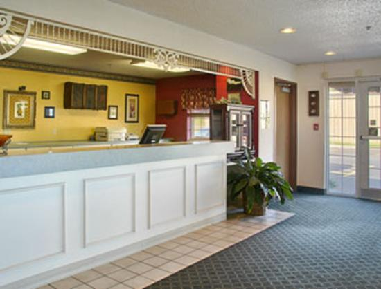Super 8 Carthage: Lobby