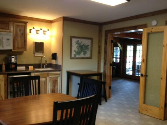 Laurelwood Inn: common kitchen