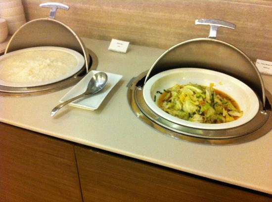 Grande Centre Point Terminal 21: breakfast - rice
