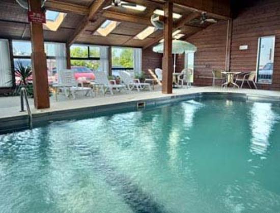 Super 8 Mitchell: Indoor Pool